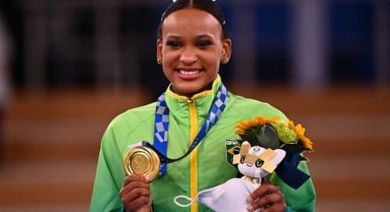Rebeca Andrade leva medalha de ouro no salto nas olimpíadas de Tóquio 2020