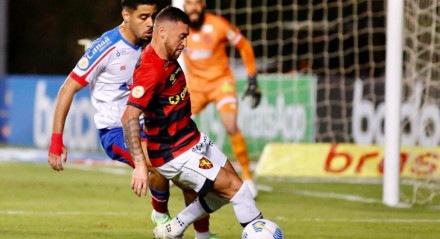 Paulinho Moccelin começou o jogo como titular do Sport