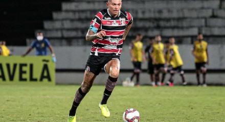 Breno Calixto é titular do Tricolor do Arruda e crê em recuperação.