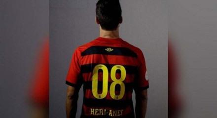 Hernanes foi anunciado como novo camisa 08 do Sport para a temporada.