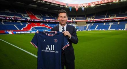 Messi com a camisa do seu novo clube, o Paris Saint-Germain