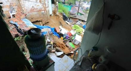 O desabamento aconteceu no bairro da Guabiraba
