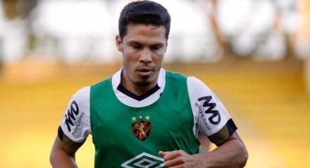 Hernanes entrou aos 10 minutos do segundo tempo do jogo contra o Flamengo.