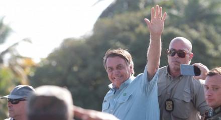 Presidente do Brasil Jair Bolsonaro saindo da Base Aérea do Recife.