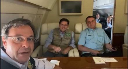 Ministros Gilson Machado Neto (Turismo) e João Roma (Cidadania) ao lado do presidente Jair Bolsonaro
