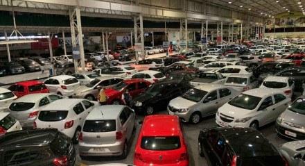 Revendas viram a procura por seminovos aumentar com a falta de carros novos no mercado