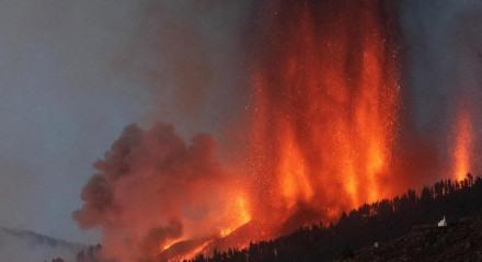 A eminente erupção do vulcão virou notícia no Brasil