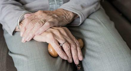 Até 2060, a estimativa do IBGE é de que, a cada quatro brasileiros, um será idoso