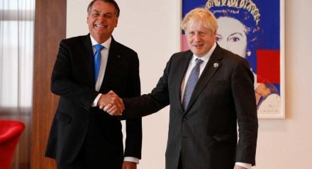 Presidente da República Jair Bolsonaro, cumprimenta o Primeiro Ministro do Reino Unido, Boris Johnson.