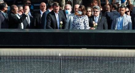 Queiroga (de máscara azul) também acompanhou Bolsonaro em visita ao memorial do 11 de setembro