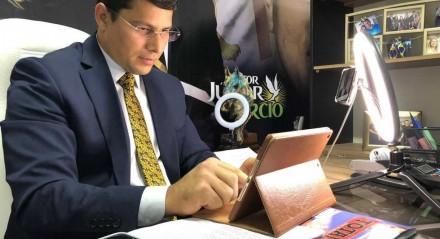 Vereador do Recife apresenta-se como pastor