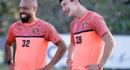 Vander (E) e Aguirre (D) no treino da equipe rubro-negra