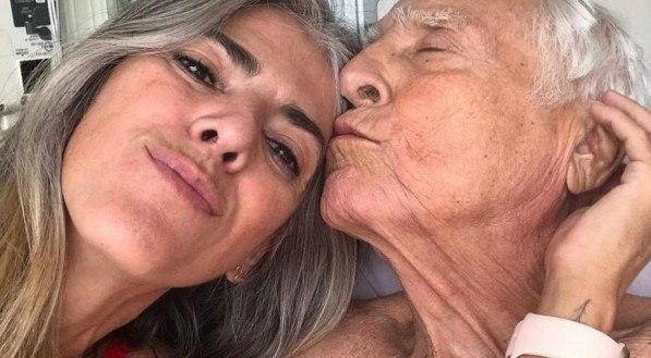 Cris Botelho e o ator Luis Gustavo numa das últimas fotos do casal
