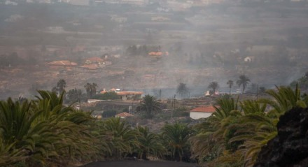 Fumaça vista de El Secadero, em Todoque