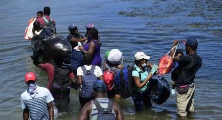 Haitianos integram onda de milhares de migrantes retidos nas cidades mexicanas de Tapachula e Cidade Acuña