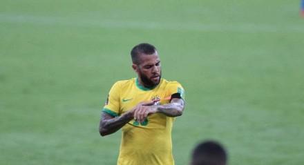 Daniel Alves pode fechar com o Fluminense.