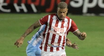 Júnior Tavares foi contratado após a saída de Hélio dos Anjos do Náutico