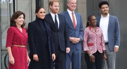 O prefeito de Nova York, Bill de Blasio, esteve com príncipe Harry, do Reino Unido, e sua esposa, Meghan Markle