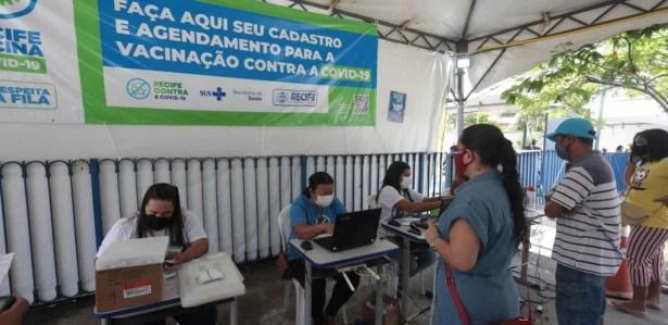 A Prefeitura do Recife tem feito um esforço em busca dos atrasados, usando comunicação feita por WhatsApp, e-mail e SMS