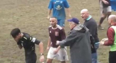 Juiz leva soco na cara durante partida e termina o jogo antes dos 90 minutos.