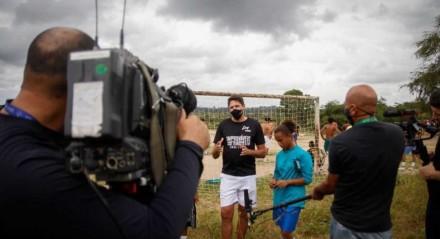 Pentacampeão da Copa do Mundo, Edmilson participa de projeto social