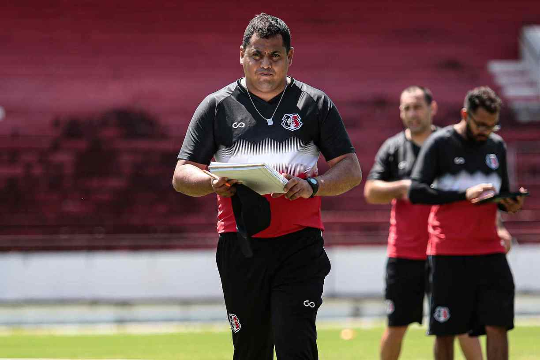 Leston Júnior, técnico do Santa Cruz