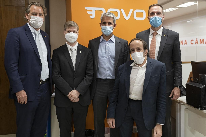 d'Avila (ao centro) esteve com a bancada do Novo em Brasília nesta quarta