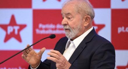 Lula fez acenos ao mercado em coletiva de imprensa nesta sexta-feira (8)