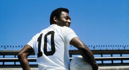 Pelé vestindo a camisa 10 do Santos