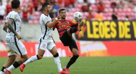 Lances do jogo de futebol Sport X Corinthians, válido pelo Brasileirão da Série A, na Arena Pernambuco.