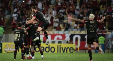 Andreas Pereira marcou de falta para o Flamengo na vitória contra o Juventude