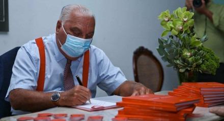 Palavras-chave: Livro - Lançamento - Saúde - Literatura - Medicina - Médico - Cardiologia - Coração ##