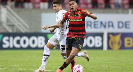 Lances do jogo de futebol Sport X Santos, válido pelo Brasileirão da Série A, na Arena PE.