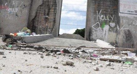 Muro do Metrô cai sobre menina de 8 anos durante festa de Dia das Crianças em comunidade do Recife