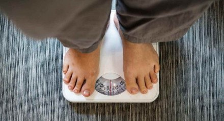 O excesso de peso é diagnosticado quando o IMC alcança valor igual ou superior a 25 kg/m²
