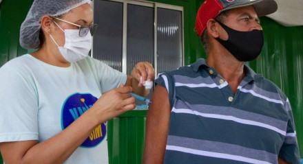Das mais de 13,6 milhões de vacinas já distribuídas aos municípios pernambucanos, 81,5% foram aplicadas
