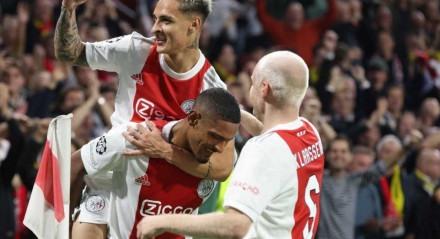 Antony marcou um dos quatro gols do Ajax na vitória sobre o Borussia Dortmund.