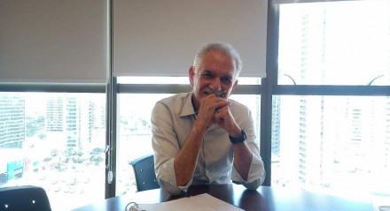 Paulo Sales escreveu Sobre cabeça, corpo e carnaval entre reunião com executivos e nas horas de folga.