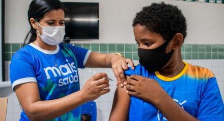 O Cabo de Santo Agostinho já vacinou mais de 11.200 adolescentes, desde o último domingo, e alcançou uma cobertura vacinal de 48% deste público