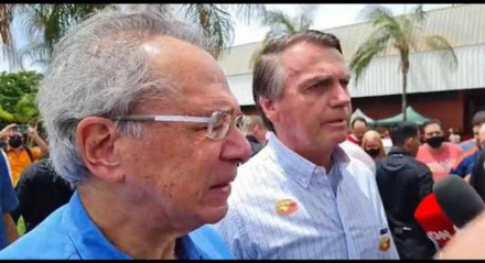 Bolsonaro ao lado do ministro da Economia, Paulo Guedes