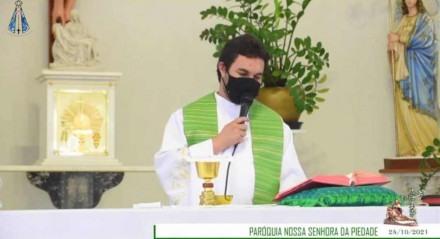O padre usou o pedido para exemplificar a mensagem ministrada na missa.