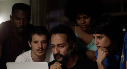 Irandhir Santos vive um policial melancólico que carrega pesos do passado nas costas