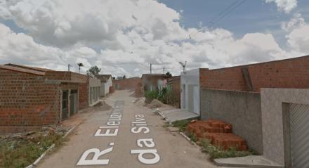 O crime aconteceu na Rua Eleuzine Pereira da Silva, em Camocim de São Felix