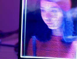 Porta-retrato digital transforma qualquer foto em holograma