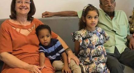 A professora aposentada Eliane Braga, já vacinada com as duas doses contra a covid-19, quer passar mais tempo ao lado dos netos