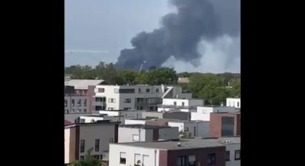 A explosão, seguida por um incêndio localizado, ocorreu por volta das 9h40