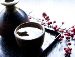 Saquê é uma bebida oriental a base de arroz